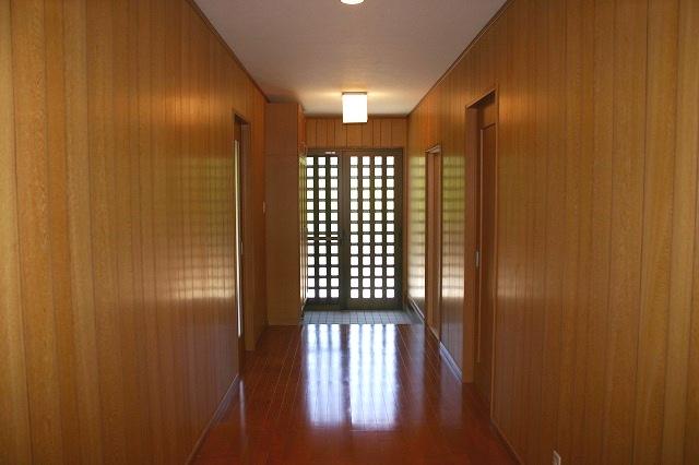 恵那市 平屋建て住宅 バリアフリー仕様の広い廊下 恵那市 平屋建て住宅 ... 恵那市 木造平屋
